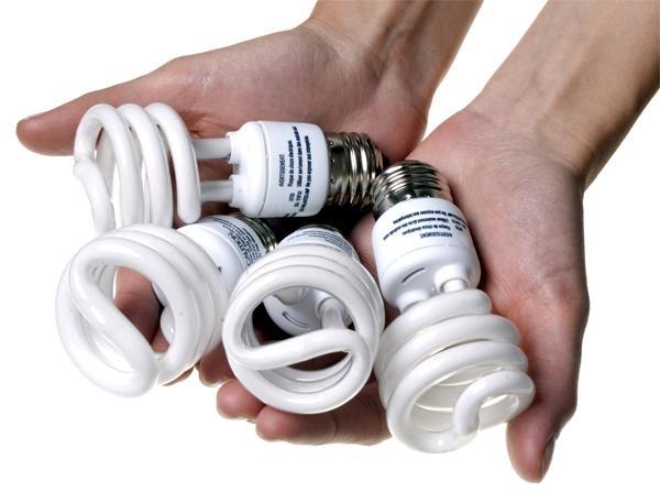 Чем опасны компактные люминесцентные лампы