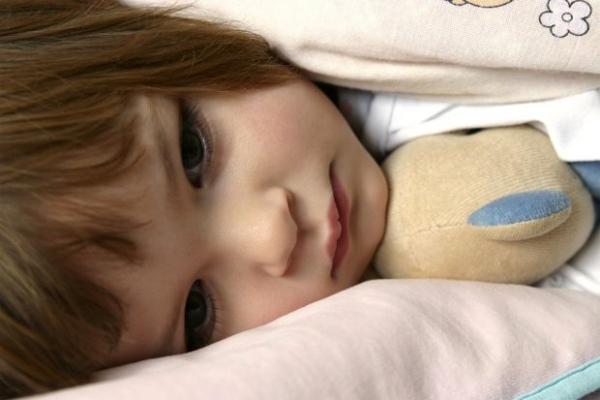 Безопасно ли лечение бессонницы у детей малатонином