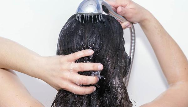 Как мягкая вода влияет на волосы?