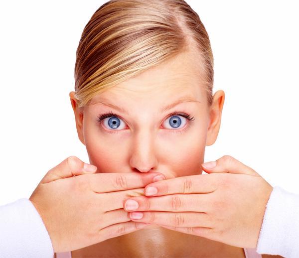 Чем бывает вызван неприятный запах изо рта?