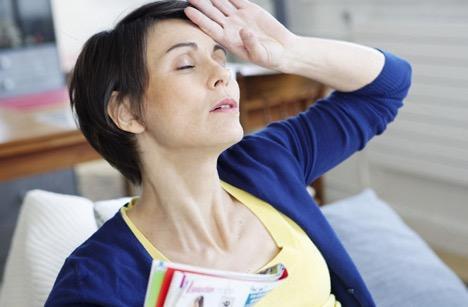 Приливы жара, ночная потливость, перепады настроения, сухость влагалища, увеличение веса — все они связаны с менопаузой