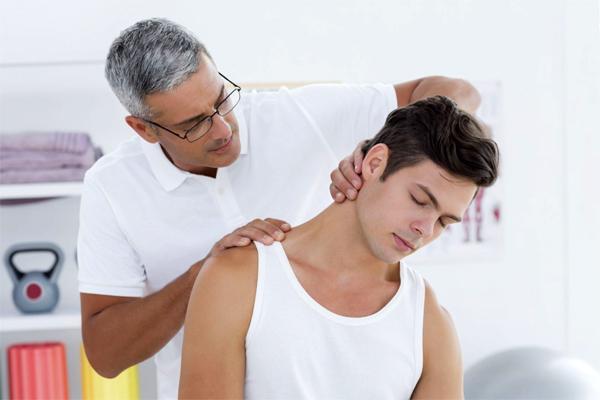 Почему болит шея у основания черепа?