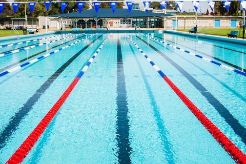 Польза и риски занятий в бассейне