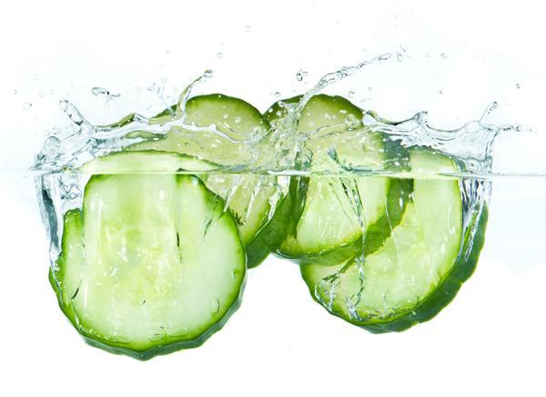 Чем полезна огуречная вода?