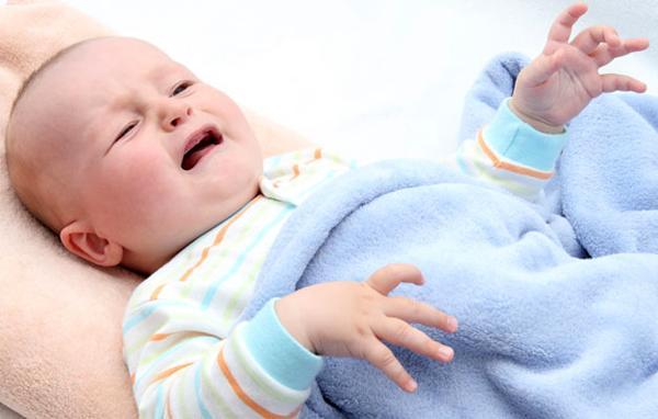 Почему ребенок икает после кормления
