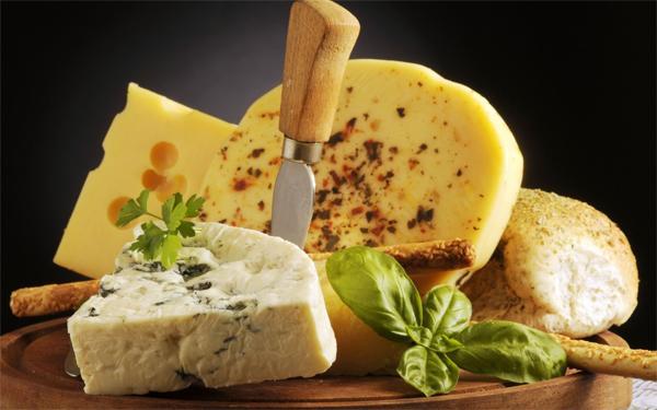 Когда сыр полезен, а когда вреден для здоролвья