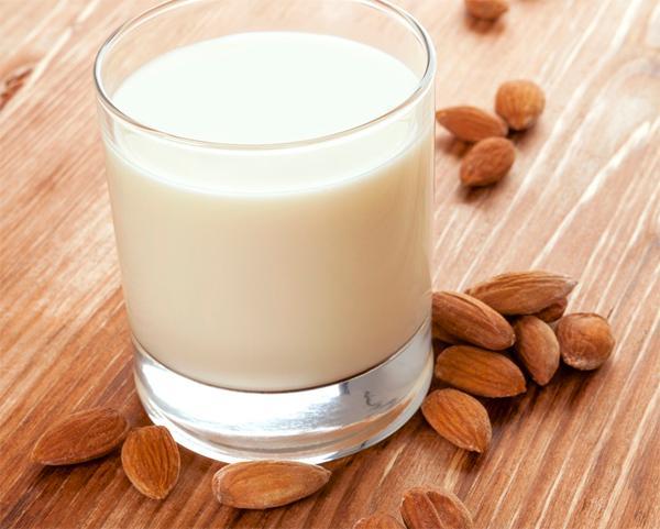 Молоко на ночь - средство для засыпания