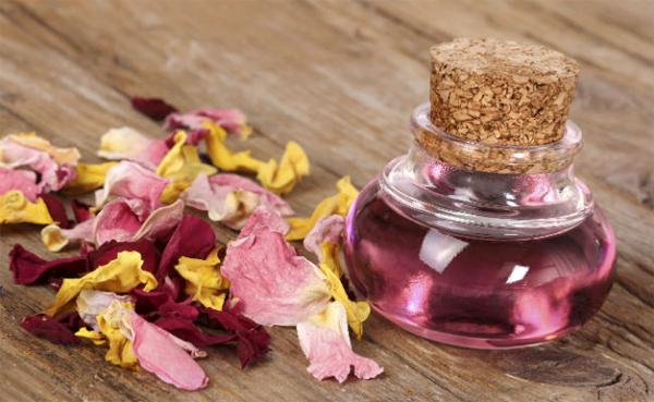 Применения и польза для кожи розового масла