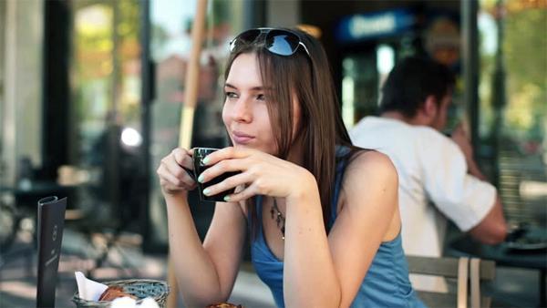 Является ли кофеин причиной возникновения акне?