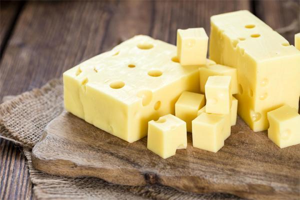 Способен ли сыр вызвать запор?