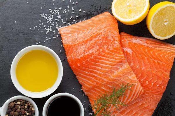Чем жир лосося отличается от рыбьего жира?