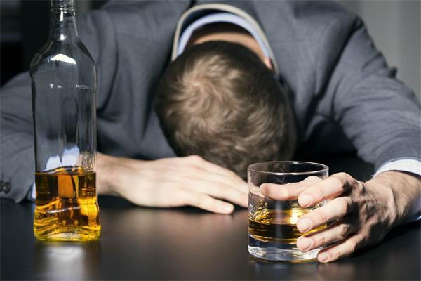 Как лечить алкоголика?