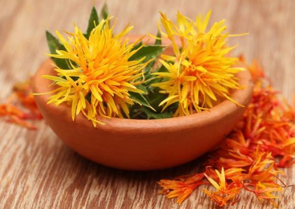 Чем сафлоровое масло полезно для кожи?